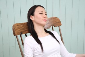 台風や低気圧で頭痛が?原因とすぐできる解消法!